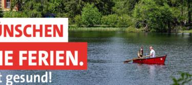 """Bild von einem Boot auf dem Wasser und der Text """"Wir wünschen schöne Ferien. Und bleibt gesund."""""""