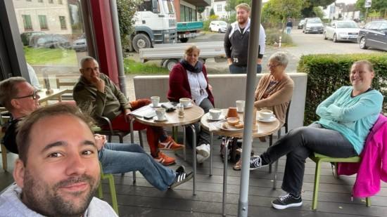 Gruppenbild im Café